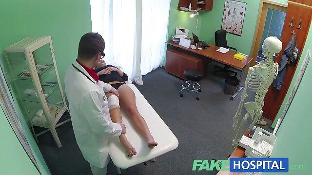 L'uomo in un preservativo abilmente film porno amatoriali con donne mature preso a calci snello Kral