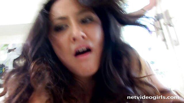 Interrazziale scopata milf porno amatoriale nel culo con Bobbi Starr