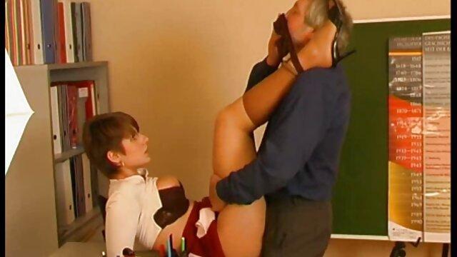 mamma calda mamma in profondità nella bocca di porno amatoriale milf estranei beccati attraverso il buco del culo