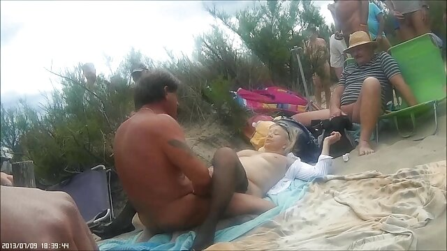 Cameriera con grande culo sedotto mature amatoriali troie dal Signore per il sesso