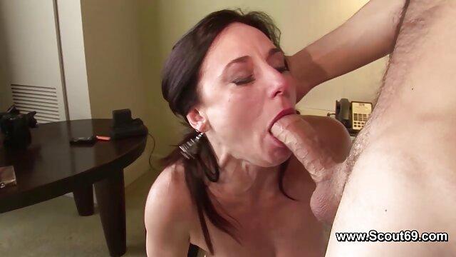 Grasso nonna lentamente succhia il cazzo di un giovane video amatoriali porno mature ragazzo