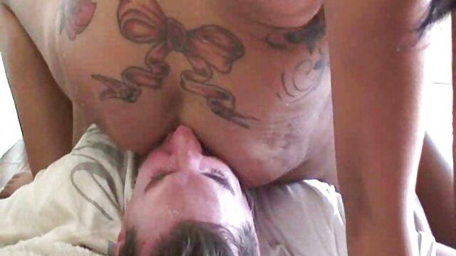 Tedesco video amatoriale donne mature Lara CumKitten prende sborrata in faccia dopo il sesso