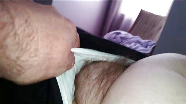 Segretaria calda si masturba al lavoro mature scopate amatoriali davanti alla webcam