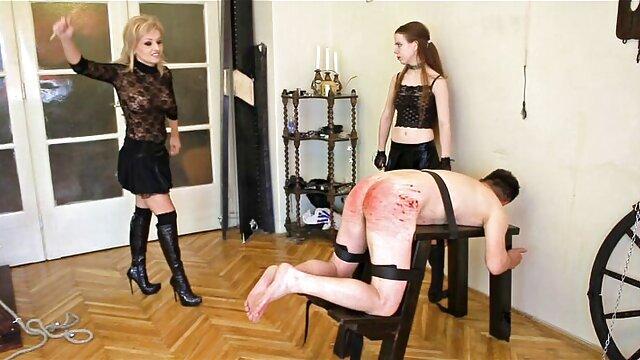 Bruna cerca di scopare con due video donne mature amatoriali ragazzi