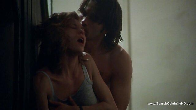 Ragazzo lecca le gambe della ragazza mentre lei succhia il suo cazzo prima del sesso video amatoriali mature