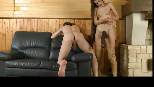 Le sue tette rimbalzano e lei ingoia ogni goccia video donne mature amatoriali