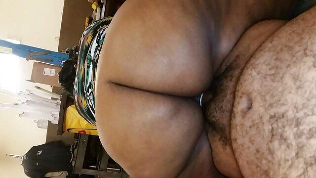 Bionda si porta donne formose amatoriali all'orgasmo con la masturbazione