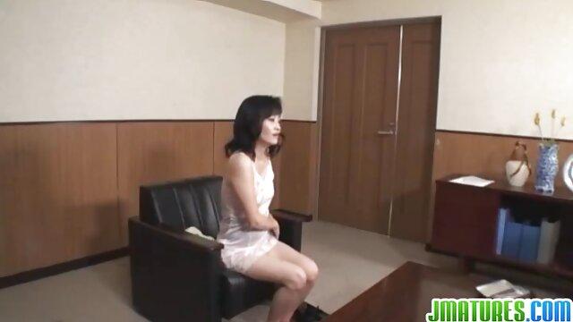 Compilation di Anilingus video porno amatoriali donne mature eseguita da belle ragazze sul culo degli uomini