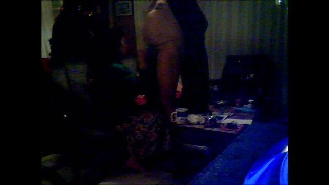 Il 4 ° anniversario con il porno amatoriale signore seno enorme Alena Croft è un Doozy!