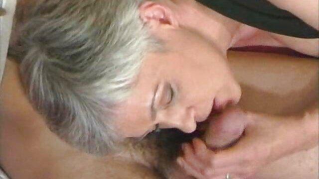 Pulcino mature troie amatoriali si masturba e cums davanti alla webcam