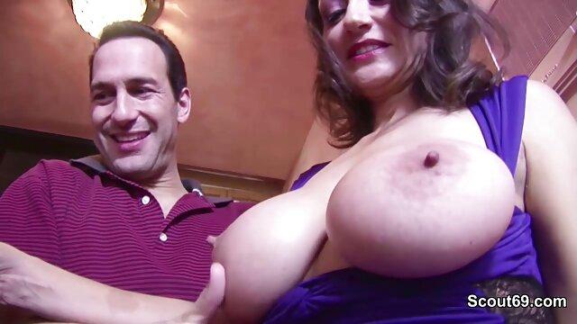 Calda video amatoriali mature Bionda Churikova adora sperma