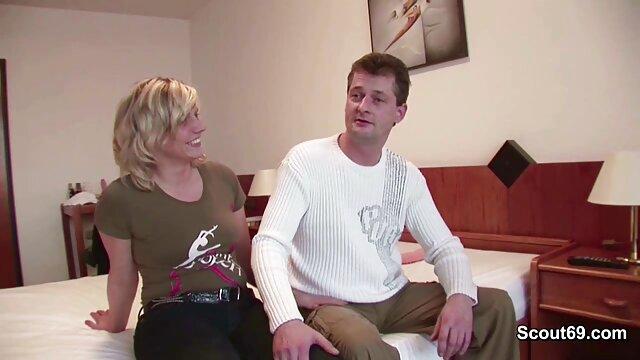 Ragazza adolescente amatoriale deepthroats e ingoia la marmellata di amore del suo video amatoriali di donne mature fidanzato