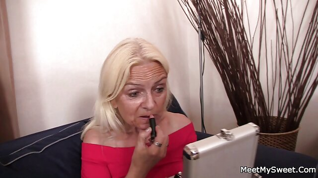 Conosco questa donna - curvy curvy Alexis Adams mostra le sue porno milf amatoriale tette e succhia abilità