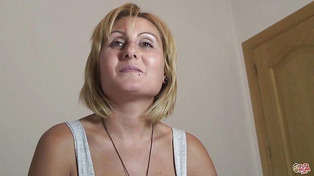 Come vestire donne mature video amatoriali Aurelica per un'orgia con uno strap-on